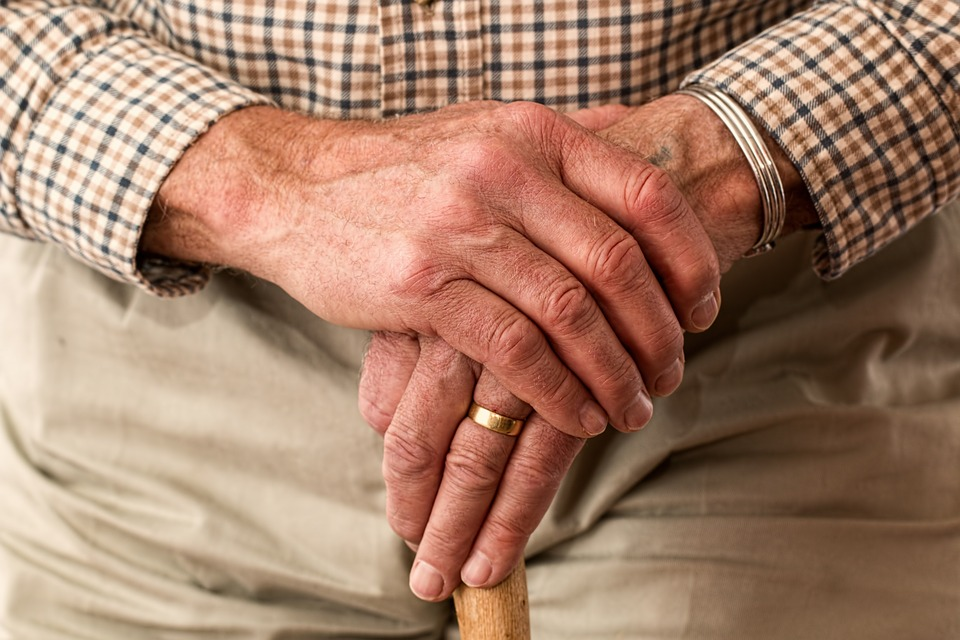 Ilustracija, stariji čovek, foto: Steve Buissinne, pixabay.com