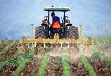 Ilustracija, traktor na njivi, foto: Pixabay.com