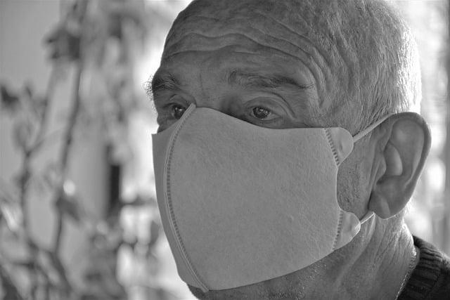 Ilustracija, maska, foto: Rita, preuzeto: Pixabay.com